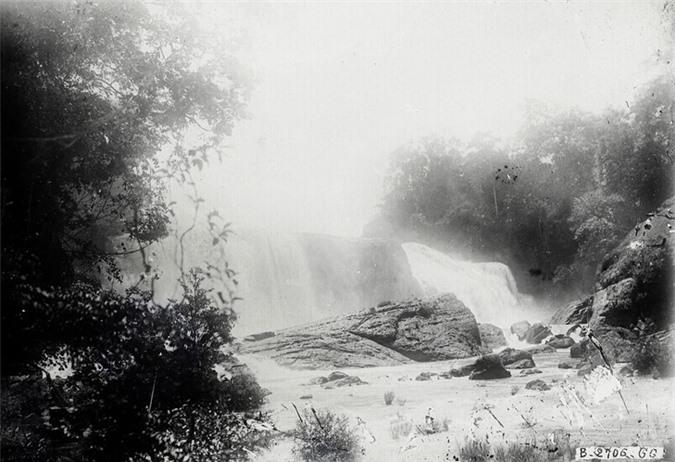 Thác gougah cách Đà Lạt 37 km, ngày nay cũng chịu chung số phận với thác Liên Khương.