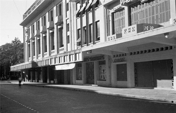 Đầu phố Paul Bert, gần ngã tư Paul Bert - Francis Garnier Tràng Tiền - Đinh Tiên Hoàng ngày nay