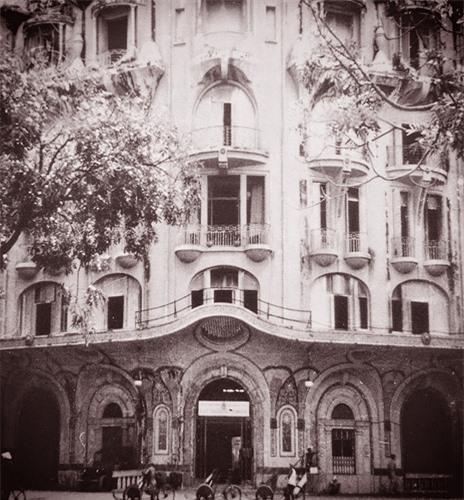 Cửa chính của khách sạn Majestic