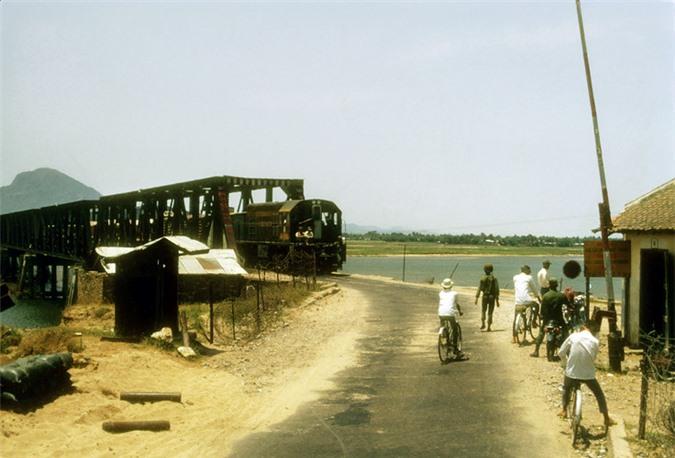 Thi-xa-Tuy-Hoa-nam-1970-qua-anh-cua-linh-My-đóng-gói-tri-thức-Trần-Thị-Minh-Anh-KSC