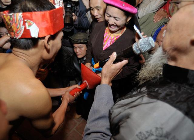 """Lễ hội """"linh tinh tình phộc"""" của nguời dân Phú Thọ thể hiện sự tín ngưỡng văn hoá phồn thực"""