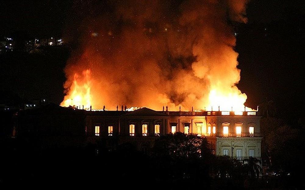 di sản bảo tàn Rio de Janeiro bị thiêu rụi