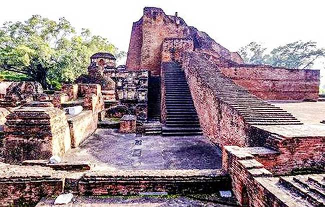 Đại học Nalanda là một trong những đại học Phật giáo đầu tiên trên thế giới. Nơi đây từng là ngôi nhà của 2.000 giáo viên và hơn 10.000 sinh viên đến từ Hàn Quốc, Nhật Bản, Trung Quốc, Tây Tạng, Indonesia, Ba Tư và Thổ Nhĩ Kỳ